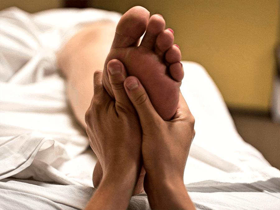 массаж ног в салоне